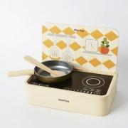 Игрушечные кухни и посуда